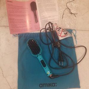 Amika Polished Perfection Mini Straightening Brush